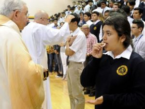Archbishop Gomez celebrates Mass for Santa Clara High students and faculty