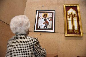 Exhiben reliquias de Monseñor Romero en la Catedral de L.A.